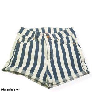 Wom. DIVIDED Jean Shorts